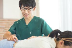 広島県呉市の鍼灸院・整体院【悠心堂】の施術風景画像